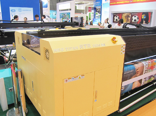 Dilli-Neo-Titan-RTR-3204DX-UV-printer-view-APPPEXPO-2014-FLAAR-Reports