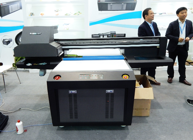 Bigjet_UV_2031iPS8_Bigprinter_booth_UV_9972-mid-size