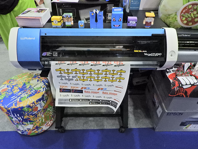 decals-labels-Roland-VersaSTUDIO-print-and-cut-touch-booth-1136