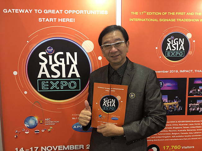 Sakkachat-Sivabovorn-Sign-Asia-Expo-7127