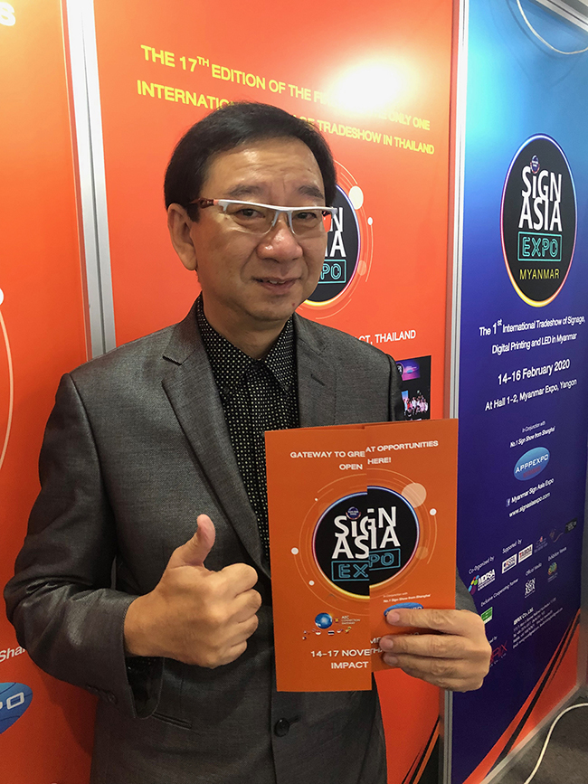 Sakkachat-Sivabovorn-Sign-Asia-Expo-7128