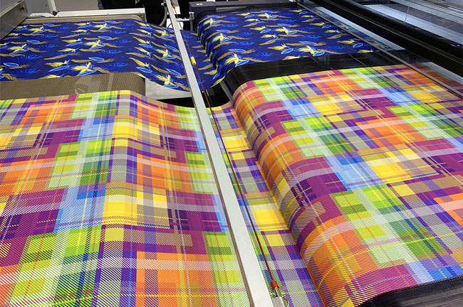 durst-Alpha-330-wide-format-inkjet-sticky-belt-textile-printer-ITMA-2019-Hellmuth-FLAAR-Reports-9389