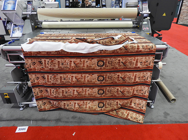 DigiFab-StampaJet-190_FLAAR-Reports-sample-booth-Textile_0517